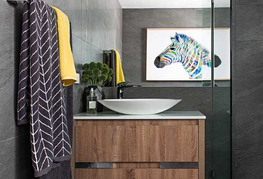 bathroom-staged-for-selling-a-home