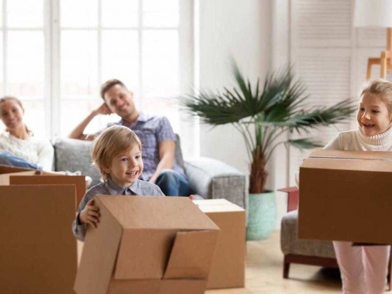 kids-helping-home-staging
